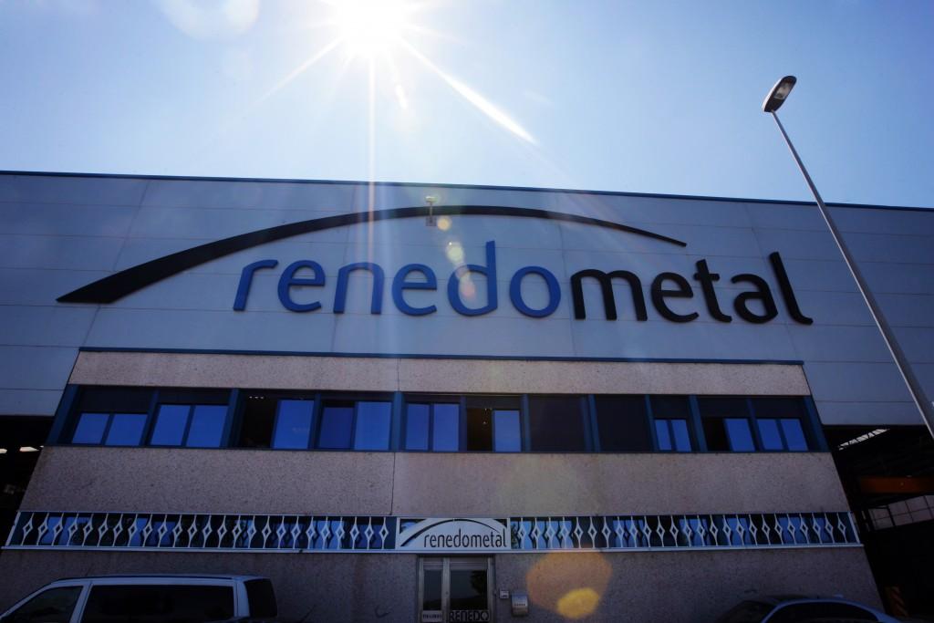 Renedo Metal, empresa de estructuras metálicas instalada en el Polígono La Yasa de Albelda de Iregua, La Rioja. © Justo Rodríguez 05/07/2010